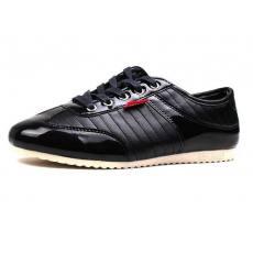 黑色尖头品牌运动休闲男皮鞋
