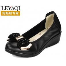 齐发娱乐官方网站_坡跟中年女皮鞋子