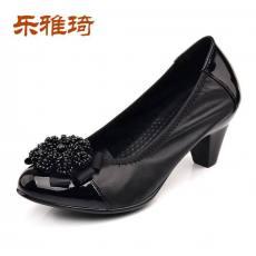 真皮时尚粗跟白领女鞋工作鞋中年妈妈鞋q4a605