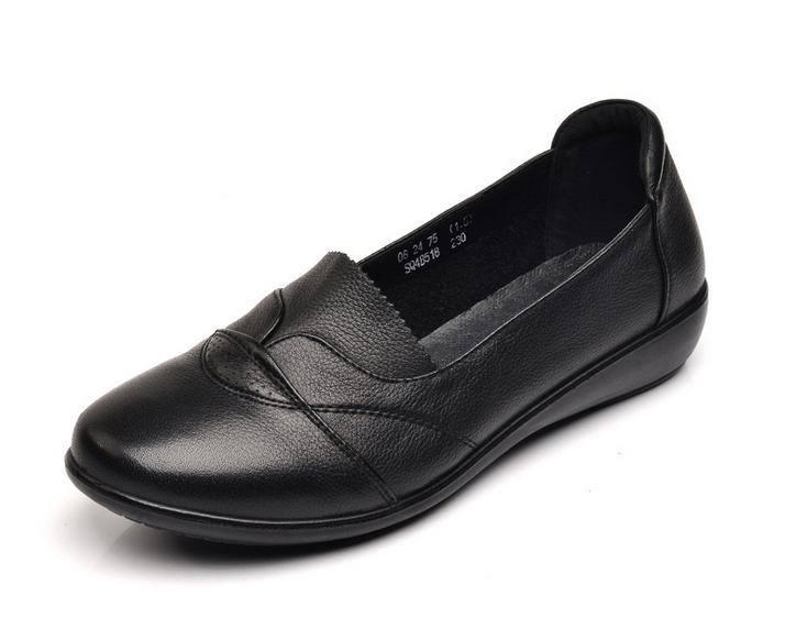 真皮妈妈鞋休闲软底舒适平底坡跟老年女单鞋