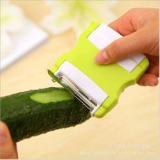 厨房可伸缩便携式多功能果蔬削皮器 双向旋转水果削皮刨丝刀